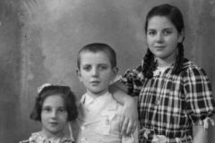 Nel giorno della Cresima con le sorelle Carla, Angela e Nella