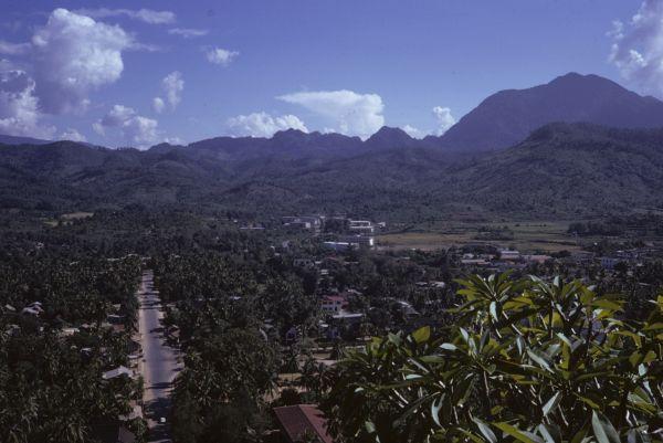 Una delle pochissime strade asfaltate di tutto il Laos