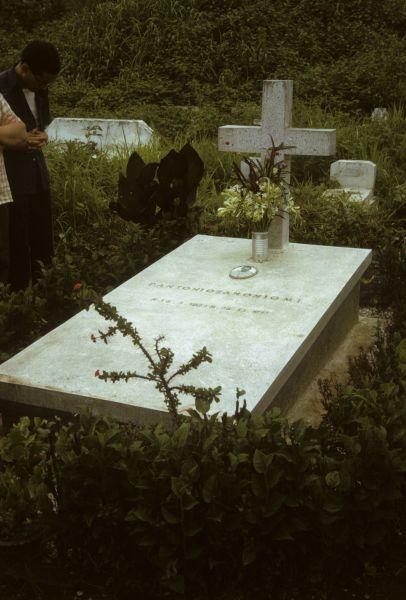 Tomba di P.Antonio Zanoni nel cimitero di Luang Prabang